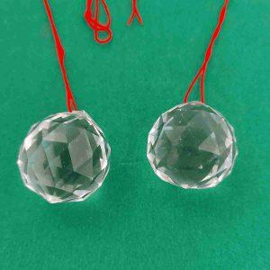Detalle de esferas de cristal tallado para Feng-Shui